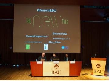 Çınar'ın (ortada) moderatörlüğünü yaptığı konferansta Dickey ve Konstantopulous soruları yanıtladı